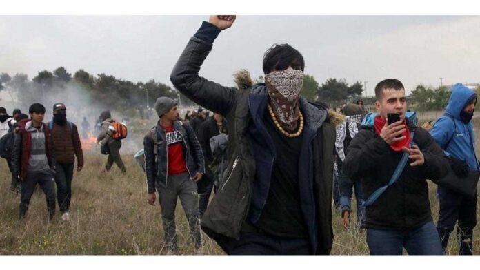 Δεκάδες παράνομοι μετανάστες μπαίνουν κάθε μέρα στον Έβρο - Οργή από τους ακρίτες
