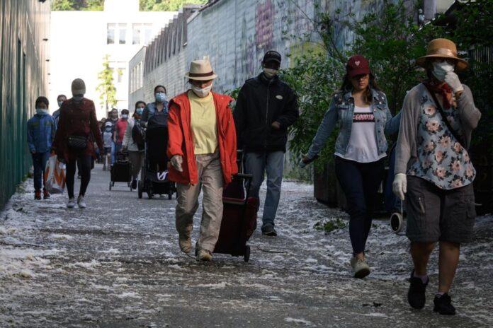 Ουρά 1,5 χλμ. για δωρεάν φαγητό σε μια από τις πλουσιότερες πόλεις του κόσμου