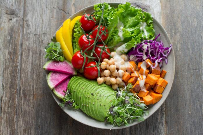 Οι βιταμίνες που παίρνουμε από το φαγητό είναι απαραίτητες για να διατηρήσουμε την αρμονική λειτουργία του ανοσοποιητικού μας συστήματος.
