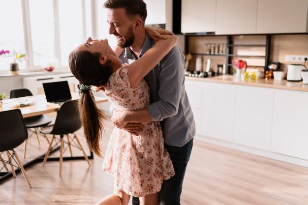 Κι αν θες τη γυναίκα σου άγγελο στο πλάι σου, φτιάξε της έναν παράδεισο.