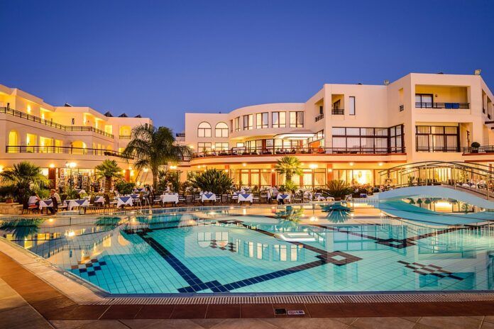 Στην Κρήτη διακρίθηκαν 9 ξενοδοχεία, με 4 από αυτά να βρίσκονται στο Ηράκλειο, 2 στο Ρέθυμνο, 1 στον Άγιο Νικόλαο και 2 στα Χανιά